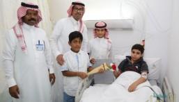 """بالصور… طلاب ابتدائية """"ابن مشرّف"""" في زيارة لمرضى مستشفى الأطفال و يتعرفون على التراث"""