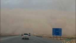 شاهد.. عاصفة ترابية تضرب العاصمة الرياض تؤدي إلى انعدام الرؤية الأفقية