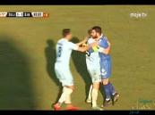 بالفيديو.. حارس مرمى ينقذ فريقه من الهزيمة بطريقة مثيرة !!