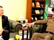 """اللواء """"الأسمري"""" والقنصل العام الأمريكي يبحثان تعزيز الشراكة وتبادل الخبرات"""