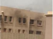 """بالفيديو والصور.. حريق بـ """"مدرسة للبنات"""" يستنفر """"الدفاع المدني"""" في الأحساء !!"""