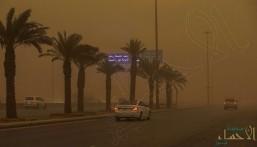 شاهد.. موجة غبار شديدة تجتاح الرياض