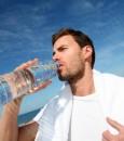 هذا ما يفعله بنا… شُرب الماء وقوفاً