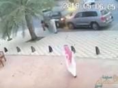 """شاهد.. مطاردة و إطلاق نار داخل """"مقهى"""" و """"الشرطة"""" تكشف تفاصيل الحادث !!"""