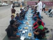بالصور… أهالي مدينة العيون يُبادرون بإعداد مائدة إفطار صائم