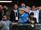 بعد أن بدا فاقدا للوعي .. مارادونا يوضّح حالته الصحية