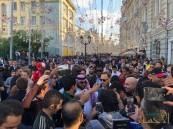 الجماهير تلتف حول آل الشيخ في موسكو.. والأمن يتدخل
