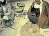 """صورة """"نادرة"""" لموازين البضاعة اليدوية في الأحساء قبل 60 عامًا"""