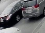 """بالفيديو… شاب يشعل النيران بسيارة مواطنة بالدمام.. و""""الضحية"""" تكشف التفاصيل!!"""