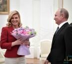 بعد خطفها الأنظار.. شاهد رئيسة كرواتيا تغازل بوتين وترامب وماى بقميص منتخب بلادها