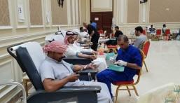 بالصور.. ٣١٦ مشارك بحملة التبرع بالدم الثامنة بالعيون في يومين