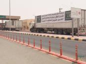 13 شاحنة تحمل 200 طن من مستلزمات الغسيل الكلوي تعبر إلى اليمن