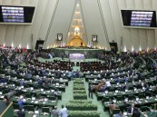 بعد إزاحة وزير العمل.. برلمان إيران يعزل وزير الاقتصاد