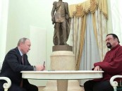 """روسيا تكلف الممثل ستيفن سيغال بـ """"مهمة مستحيلة"""" !!"""
