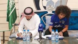 """رسميًا .. الهلال يعلن التوقيع مع النجم الإماراتي """"عموري"""""""