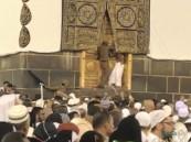 شرطة مكة المكرمة: إحالة الحاج الذي قفز إلى عتبة باب الكعبة للنيابة العامة