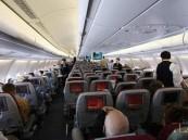 طيار خليجي مخمور يهدد بتفجير رحلة ويضرب المضيفة