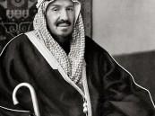 """شاهد .. صورة نادرة للملك عبدالعزيز في أول رحلة تجريبية لقطار """"الرياض/الدمام"""""""