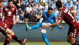 نابولي يهزم تورينو بالثلاثة ويقاسم يوفنتوس صدارة الدوري الإيطالي