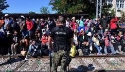 """""""مقدونيا"""" تحتجز عشرات المهاجرين"""