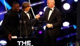 """الكرواتي لوكا مودريتش يحقق جائزة أفضل لاعب في حفل الجوائز السنوي """"فيفا """""""