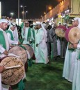 """في أسواق القرية… """"العرضة السعودية"""" لُغة مشتركة للتعبير عن حب الوطن"""