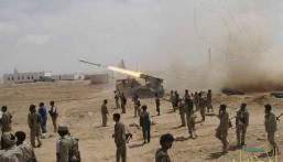 قصف مدفعي للجيش اليمني يدمر تجمعات للمليشيات الحوثية الانقلابية في محافظة البيضاء