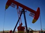 النفط يتراجع بعد النجاح في تحريك سفينة أربكت قناة السويس لأيام
