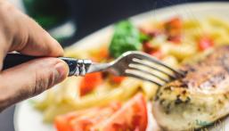 8 أطعمة تحارب الشيخوخة وتقي من أمراضها .. تعرّف عليها