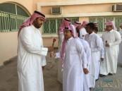 بالصور .. في بادرة طيبة … طلاب ثانوية الحرمين يحتفون بيوم المعلم العالمي
