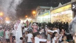"""وسط أجواء كرنفالية… 540 طفلًا يلونون سماء الأحساء بــ""""الوردي"""""""