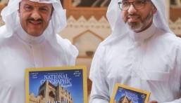 """الأمير """"سلطان بن سلمان"""" يُكرّم المصور """"الشيخ"""" ويُثني على أعماله"""