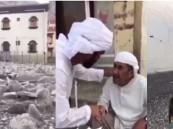 """بالفيديو.. أهالي """"كمزار"""" العمانية لا يتحدثون العربية ويدفنون موتاهم داخل المنازل !!"""