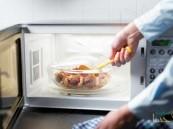 """""""الغذاء والدواء"""" توجه نصائح للحامل عند استخدام الميكرويف"""
