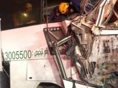 مصرع شخص وإصابة 9 آخرين في حادث تصادم مروع