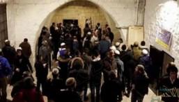 """وسط تعزيزات عسكرية .. مئات المستوطنين يقتحمون """"قبر يوسف"""""""