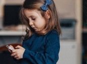"""لهذه الأسباب.. """"خبير ألماني"""" ينصح بحظر الأجهزة الذكية عن الأطفال دون الـ 14 عامًا"""