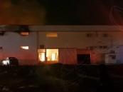 """""""بالفيديو"""" .. نشوب حريق في أحد المصانع والمستودعات بحي """"الأمراء """"بالأحساء !"""