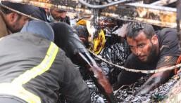 """بالفيديو والصور.. راعي أغنام علق بمستنقع """"قار"""" لم يستطع الخروج منه وهكذا أنقذه """"الدفاع المدني""""!!"""