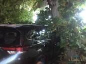 وفاة مسنة داخل فناء منزلها تحت عجلات سيارة تقودها ابنتها !!