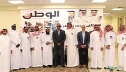 """بالصور.. وفد """"الأحساء نيوز"""" و """"الوطن البحرينية"""" يبحثان سبل التعاون والتطوير"""