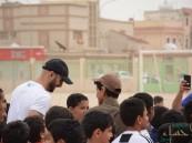 """بالصور… """"السهلاوي"""" يفاجئ الطلاب بحضور نهائي دوري ابتدائية """"الأمير سعود بن نايف"""""""
