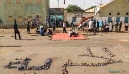 """اعتقال أكثر من 100 شخصية مقربة من البشير .. وإيقاف الملاحة الجوية بـ""""مطار الخرطوم"""""""
