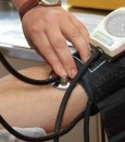كم عمرك؟.. تعرَّف على معدل ضغط دمك الطبيعي