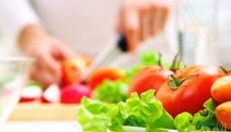 دراسة تكشف وجود ارتباط بين الحميات الغذائية غير الصحية والسرطان