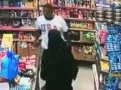 القبض على المتحرش بالمرأة أثناء خروجها من محل تجاري بالدمام