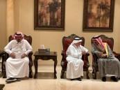 """الأمير """"عبدالعزيز بن محمد"""" يُعزي """"أسرة السعدون"""""""