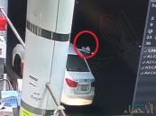 مواطن يكشف تفاصيل سرقة سيارته من محطة وقود  وارتكاب جريمة سطو بها