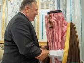 بالصور… خادم الحرمين يستقبل وزير خارجية الولايات المتحدة الأمريكية