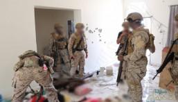 بالصور… القوات الخاصة السعودية تلقي القبض على أمير تنظيم داعش الإرهابي باليمن